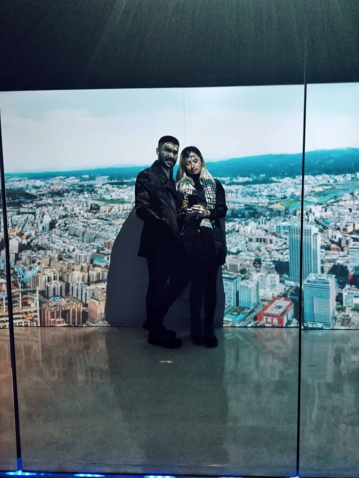 Couple Photo at Taipei 101