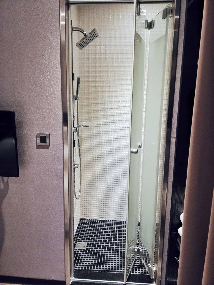 Yi-Su Hotel Room